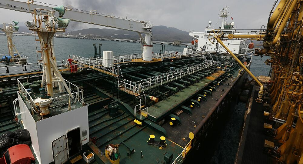 Greek Shippers Threatened With Sanctions, Forced to Hand Over Iranian Oil Cargo to US, Report Says