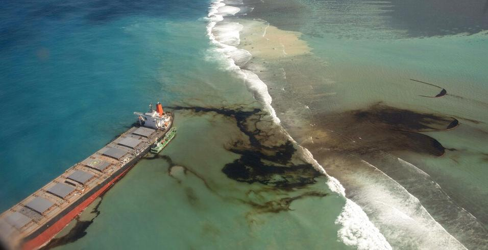 Anxious Mauritians use hair to stem Japanese ship's oil spill