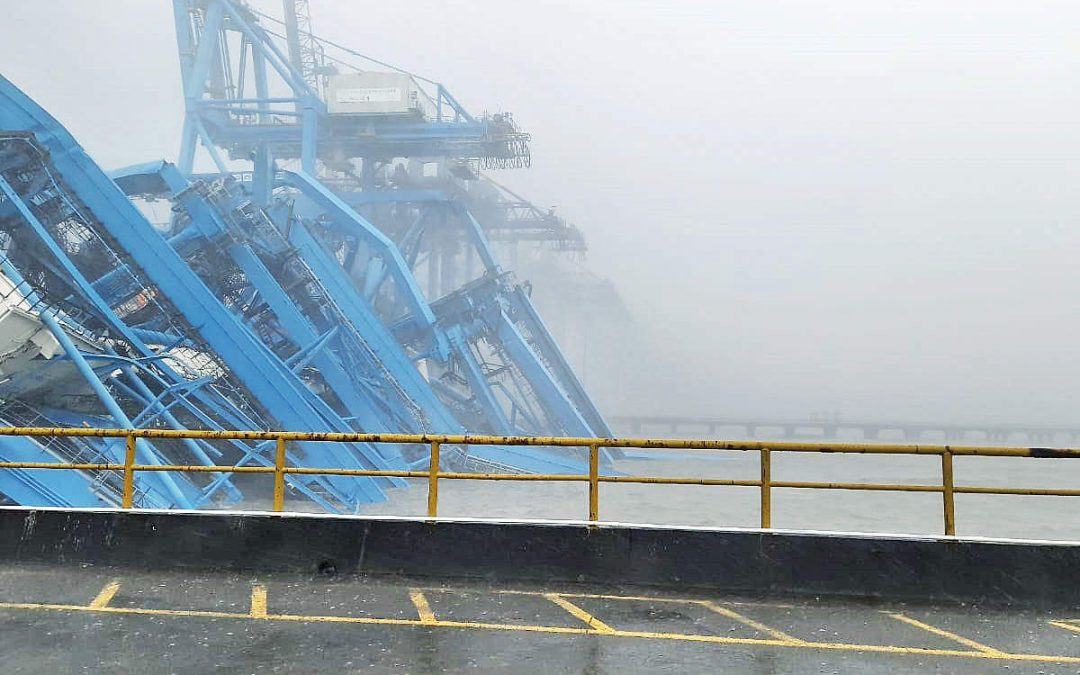 Cranes collapse at JNPT due to cyclonic winds