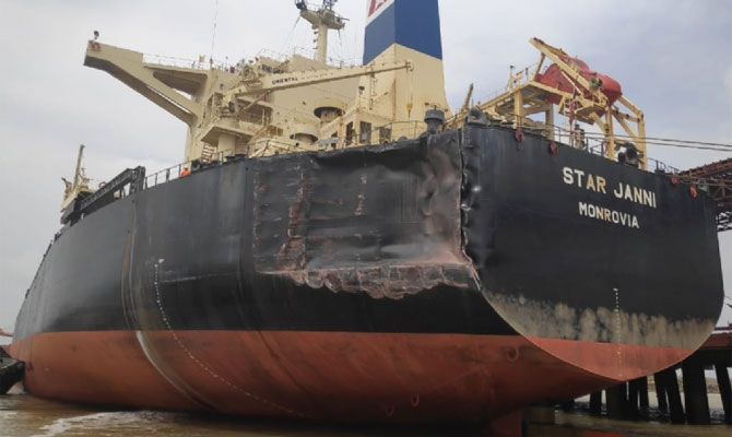 Ultra Large Ore Carrier Hit Two Capesize Bulk Carriers, Heavy Damages